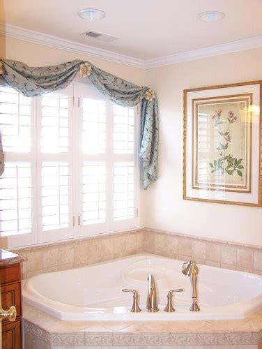 bathroom window valance ideas 1000 images about bathroom window treatment ideas on