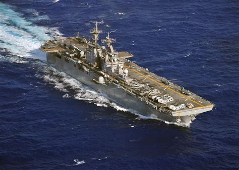 flagship history united file us navy 110308 n zs026 453 the hibious assault ship uss boxer lhd 4 flagship of the