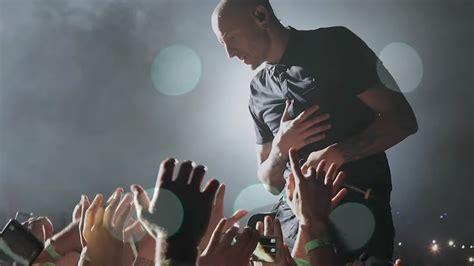 Kaos Musik Chester Bennington Linkin Park Kaos Original Gildan Cs07 linkin park s new is an emotional tribute to chester bennington feeds