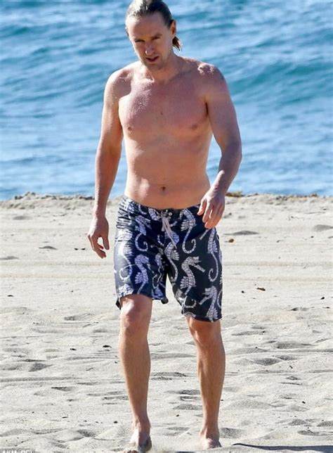 owen wilson and owen wilson weight height and age we know it all
