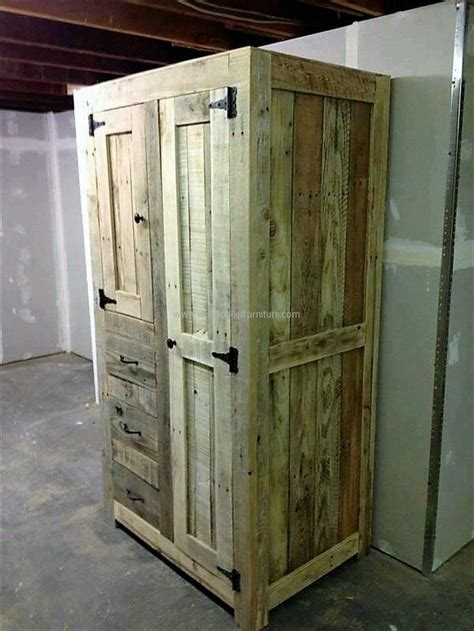 Bedroom Doors With Slats Best 25 Pallet Closet Ideas On Pallet