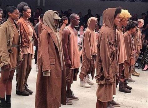 Fashion Week Kayne 2 by Photos Kanye West D 233 Voile Sa Nouvelle Collection Yeezy