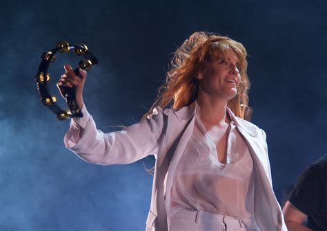 florence the machine days are coachella photos recap florence the machine bring ethereal power to the desert
