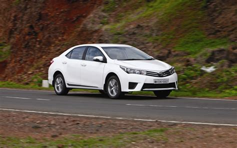 Toyota Corolla Altis Vs Hyundai Elantra 3d Shootout Toyota Corolla Altis Vs Hyundai Elantra Vs
