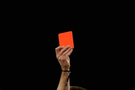 penerima kartu merah dan kuning di piala dunia 2014