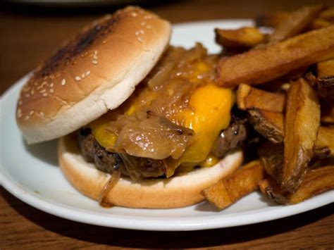 brindle room burger josh ozersky s favorite restaurants in new york on citysearch 174