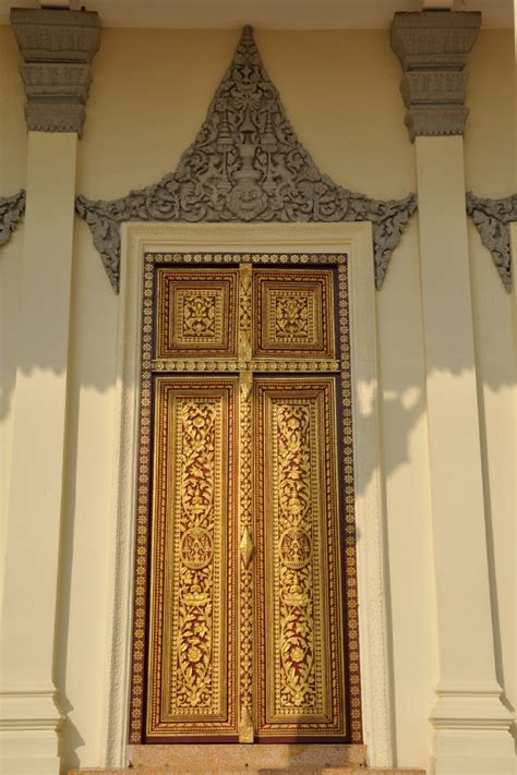doors of the royal palace day tour in phnom penh the cambodia capital pictures of