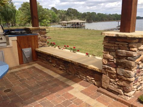 how to use seating walls for outdoor kitchens and