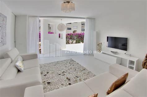 apartamento verdi patio blanco ibiza
