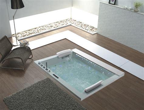 vasca da bagno incassata piante e fiori come valorizzare la stanza da bagno