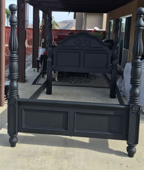 painting bedroom furniture black 17 migliori idee su chalk paint bed su pinterest reti da