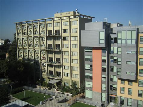 Uc Berkeley Executive Mba Cost by Living In The Resident Halls Vs Apartments Golden