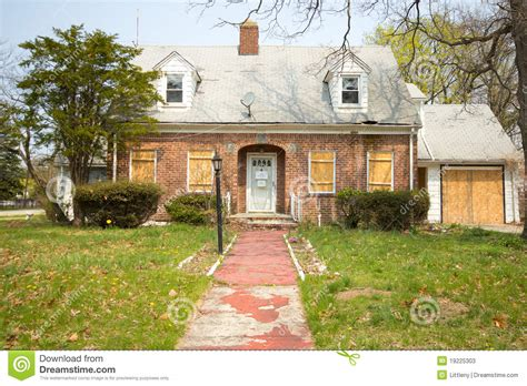 house in foreclosure house in foreclosure stock photos image 19225303
