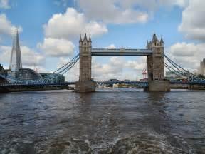 thames river bridge river thames tower bridge 169 david dixon cc by sa 2 0