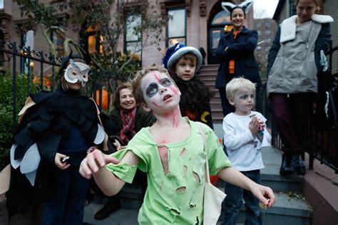 imagenes de halloween niños pidiendo dulces halloween 2012 in new york city zimbio