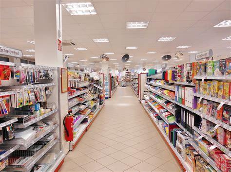 gambar layout supermarket 無料画像 建物 ショッピング 通路 棚 スーパーマーケット 文房具 食料品店 小売 提供された