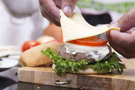 come cucinare un hamburger come cucinare gli hamburger gli errori da non fare
