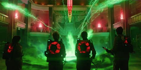 film ghostbusters 2016 we read the ghostbusters movie novel so you don t have to