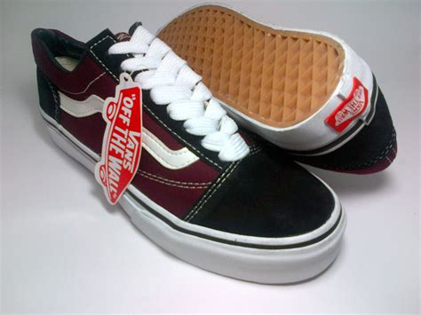 Sepatu Casualsantaimurahvans Skool Maroon vans skool black maroon shoes shop id