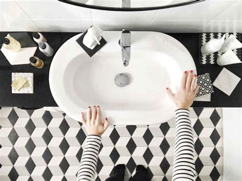 Black And White Bathroom Decor by Bathroom Trend Black And White Bathroom Decor For A