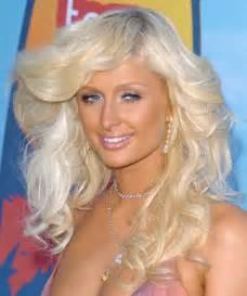 Paris hilton long wavy alternative hairstyle platinum