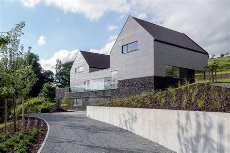 häuser moderne architektur satteldach mehrgenerationenhaus modernes wohnen einer gro 223 familie im