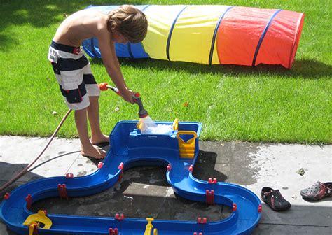 buitenspeelgoed natuurlijk buitenspeelgoed waar kinderen zich uren mee kunnen vermaken