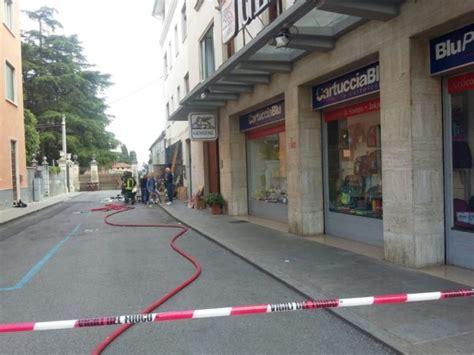 libreria leoni thiene incendio alla libreria leoni a fuoco il magazzino danni