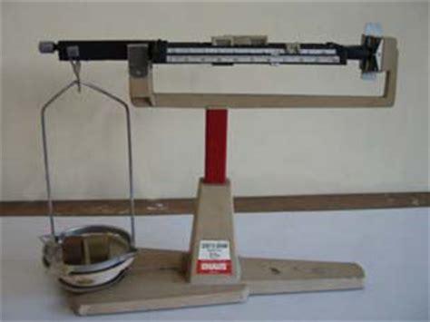 Timbangan Neraca Ohaus 2 mengukur massa