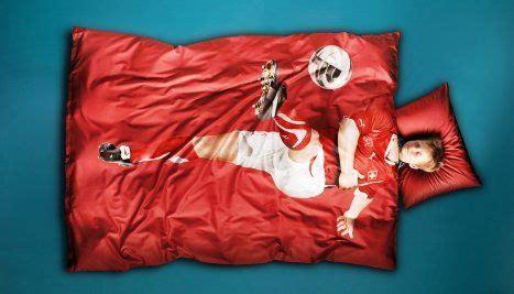 Bettdecke Gross by Die Swiss Steigt Ins Bettw 228 Sche Gesch 228 Ft Ein