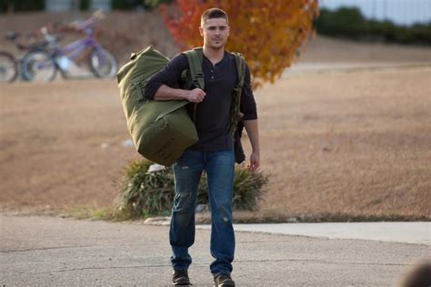 Zac Efron Hires Security Guard by Efron Talks For Lucky One