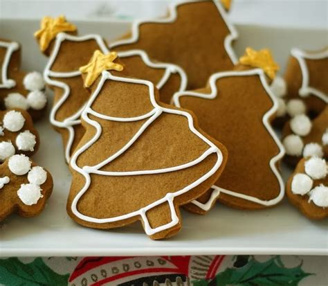gingerbread cookie decorating ideas simple decorated gingerbread cookies all things