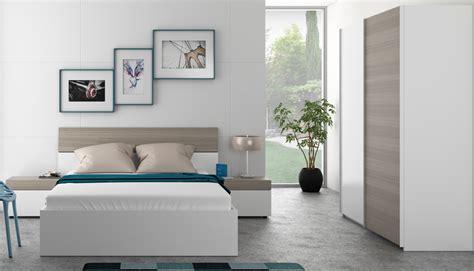 dormitorios con armario dormitorio matrimonio con cama de 4 cajones dos mesitas y