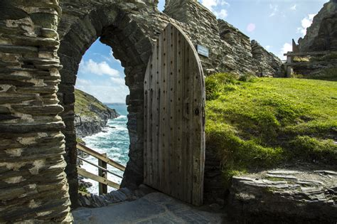 tintagel castle cornwall information visit britain