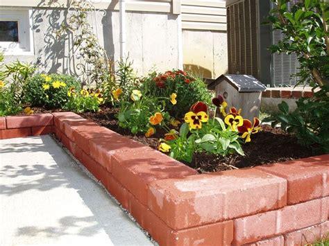 aiuole giardino immagini attrezzare il giardino in fai da te con mattoni