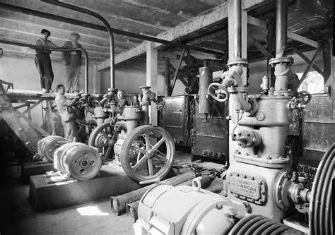 file factory worker fortepan 1729 jpg wikimedia commons
