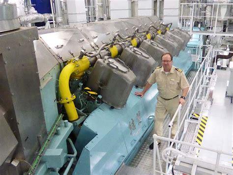 auf luftblasen durch die nordsee mit erdgas im hafen - Aidaprima Motor