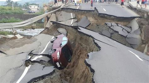 earthquake footage devastating m7 8 earthquake ecuador pictures and videos