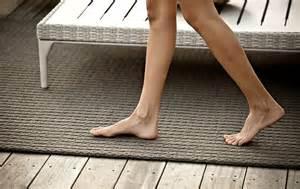 terassen teppich bodenbelag f 252 r balkon und terrasse wpc holz oder stein