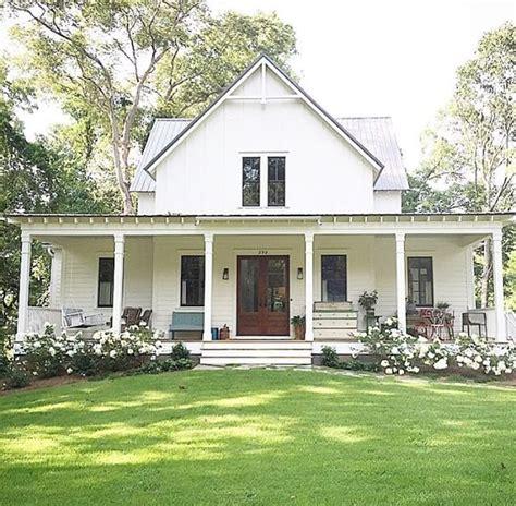 farmhouse design plans best 25 white farm houses ideas on farm house exteriors country farmhouse exterior