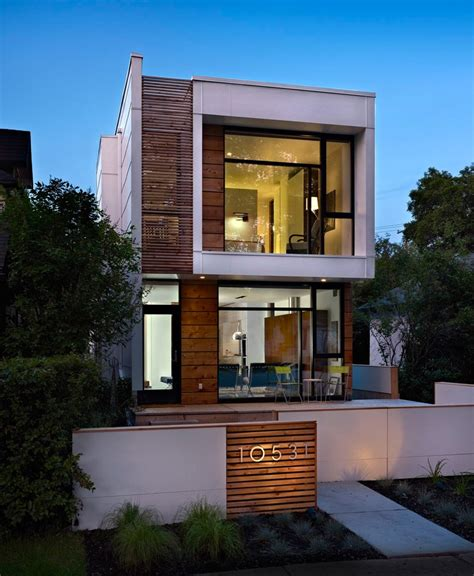 A Narrow Home That Keeps Its Quot Eyes On The Street Narrow Lot Modern Infill House Plans