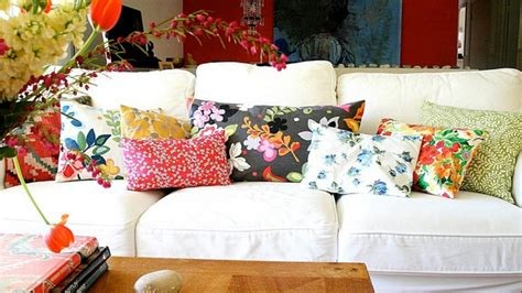 How To Decorate A With Throw Pillows by 20 Zestful Decorative Throw Pillows Home Design Lover
