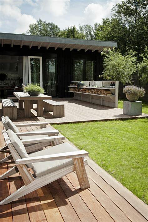 Formidable Chaise Salon De Jardin Pas Cher #1: 1-table-et-chaises-de-jardin-en-bois-ensemble-table-et-chaise-de-jardin-maison-ext%C3%A9rieur.jpg
