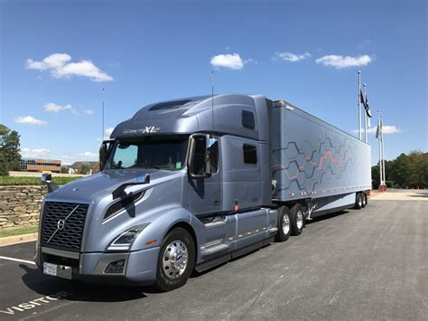 volvo highway trucks volvo unveils generation vnl highway tractor