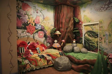 alice in wonderland bedroom ideas alice in wonderland mural alice in wonderland decor