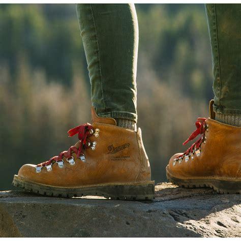 danner mountain light cascade hiking boots danner s mountain light cascade