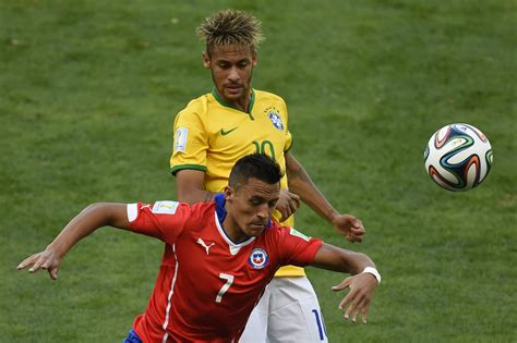 alexis sanchez vs neymar gilberto silva compares arsenal star alexis sanchez with