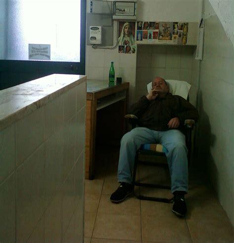 nel bagno martina franca l uomo dorme nel bagno pubblico