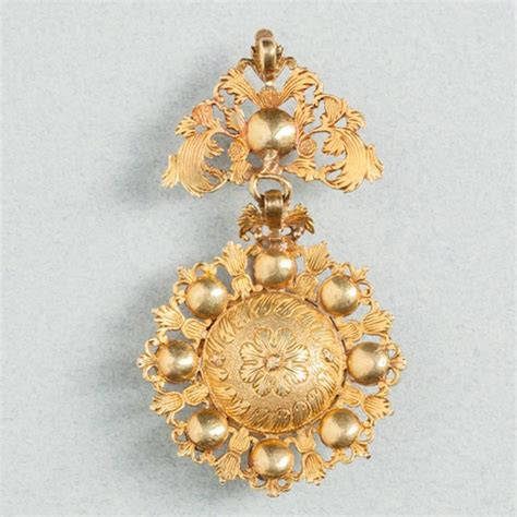 ist dibs shell cameos antique 17th century gold pendant for sale at 1stdibs