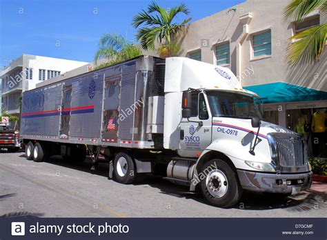 truck in florida miami florida collins avenue truck lorrie 18 wheeler